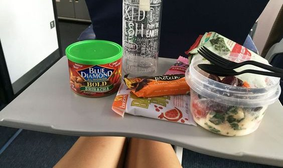 นำอาหารขึ้นไปกินบนเครื่องบิน